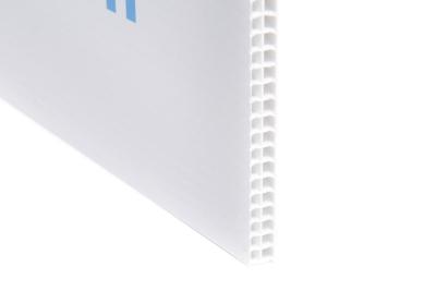 Makelaarsbord van stevig kanaalplaatmateriaal