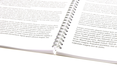 Put your diary completely flat with a ring binder, very practical!