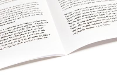 Opengeslagen magazine, brochure, tijdschrift of personeelsblad
