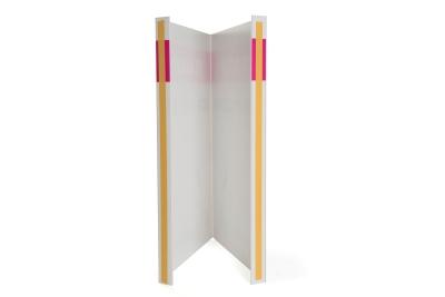 Eenvoudig je makelaars bord tegen je raam plakken