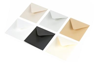 Basis kleur enveloppen in de kleuren: kraft, biotop, zwart, ivoor en grijs